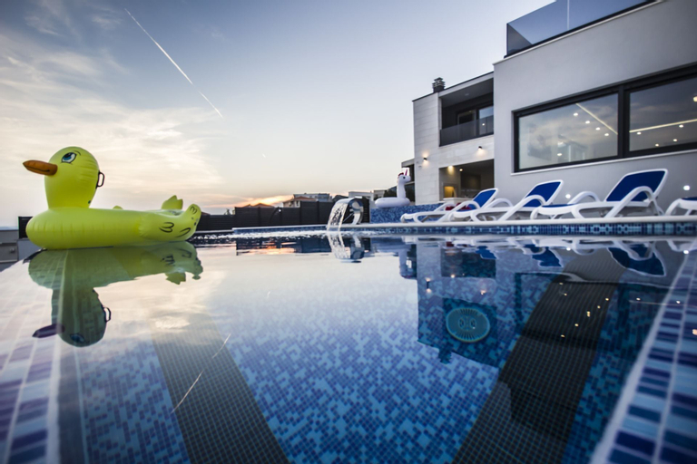 Luxury Villa High Hopes with Pool, Makarska