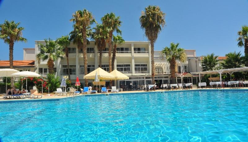 LA Hotel & Resort,