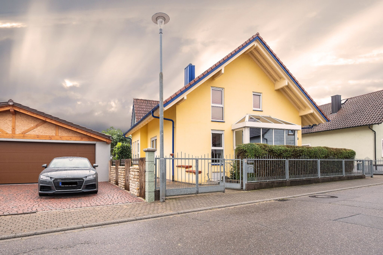Awad's Yellow Apartment, Ortenaukreis