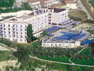 Queen's Bay Hotel,