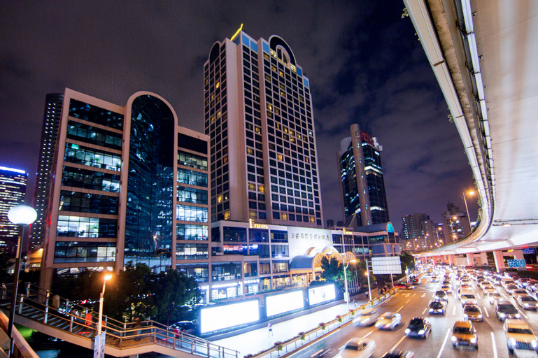 Equatorial Shanghai, Shanghai