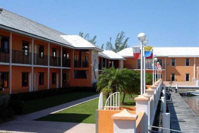 Running Mon Sunrise Resort and Marina,