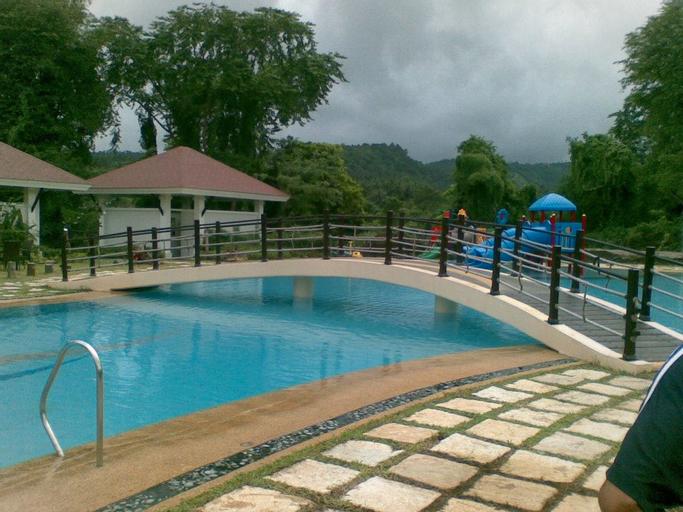 Amansinaya Resort, Laurel