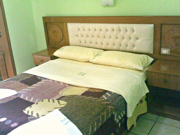 Hotel Leone, Fierit