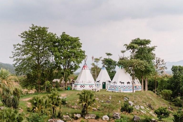 Big Joey Country Resort, Muak Lek