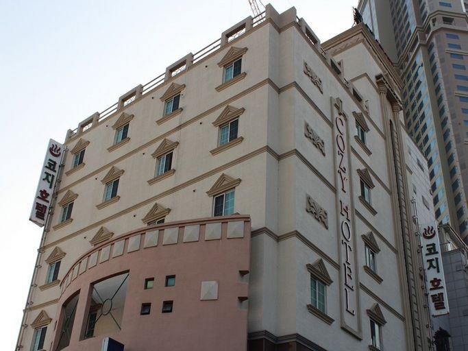 Cozy Hotel, Jung