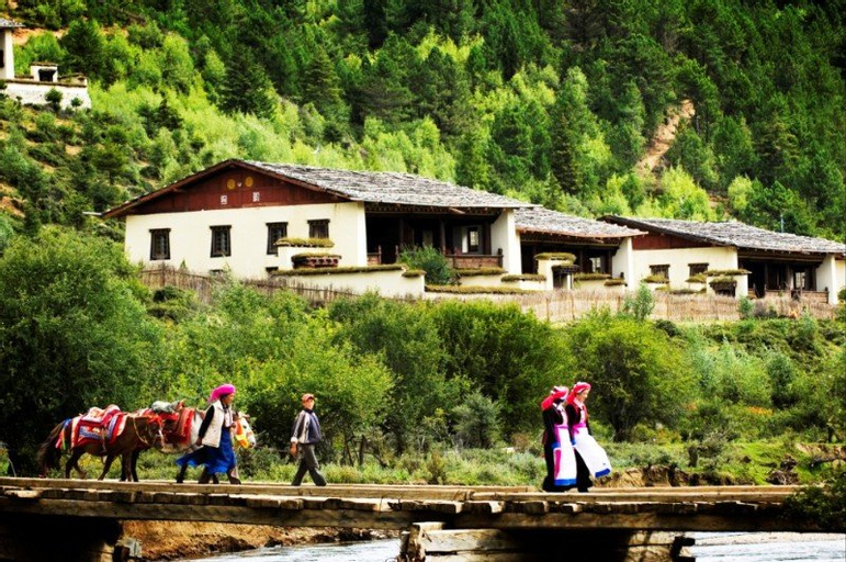 Banyan Tree Ringha, Dêqên Tibetan