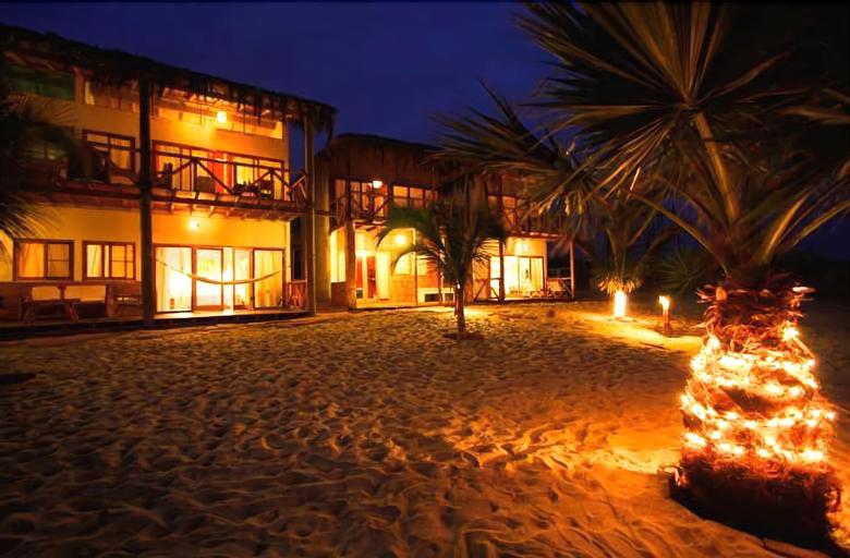 Bamboo Lodge Zorritos, Contralmirante Villar