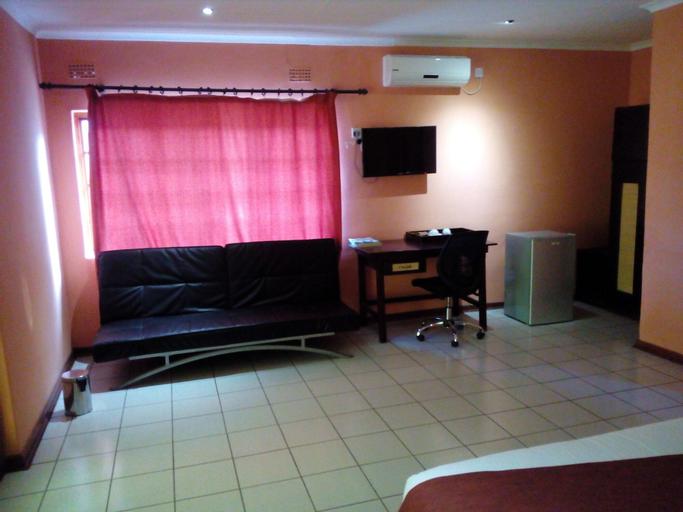 Larissa Hotel, Ngamiland East