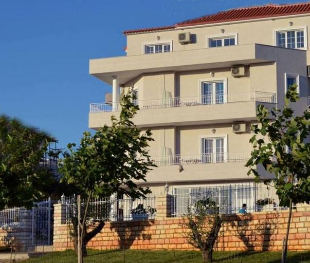 Villa August Ksamil, Sarandës
