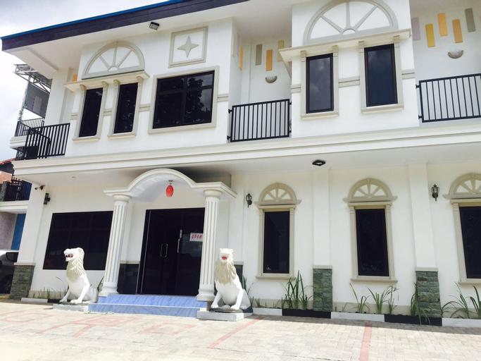 De Royale Manado, Manado