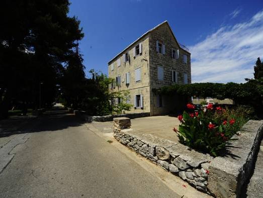 Villa Skula, Supetar