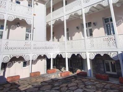 Kar's Hotel, Merkez