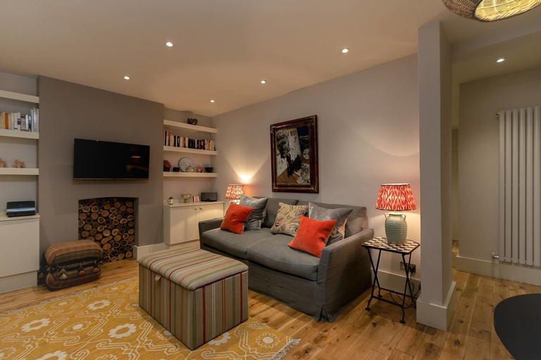 Beautiful 1BR Home in Chelsea - 3 Guests!, London