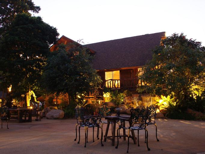 The Log of Paradis Resort, San Kamphaeng