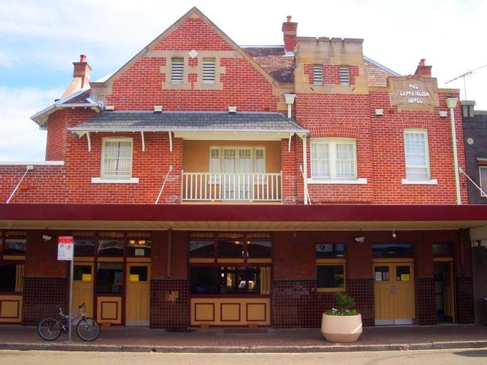 Captain Cook Hotel, Botany Bay