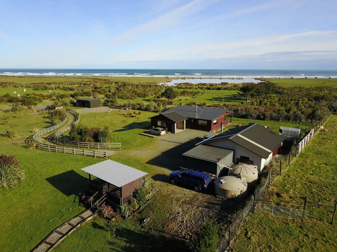 Koru Beach Cabin & B&B Homestay, Grey