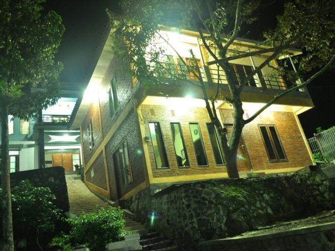 Villa Pacet Damar Sewu, Mojokerto