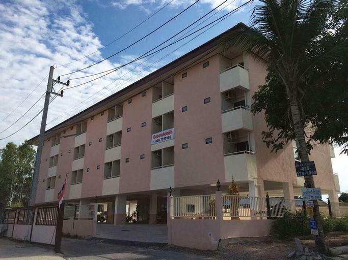 Henjaichon Apartment, Si Racha