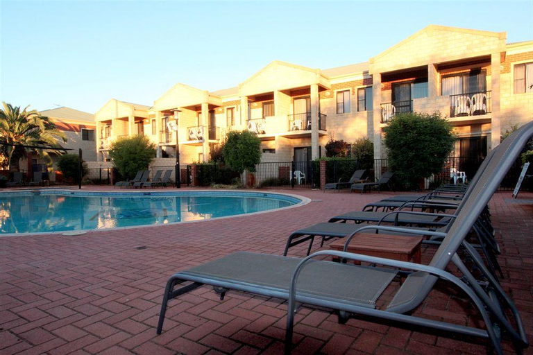 Country Comfort Inter City Perth, Belmont