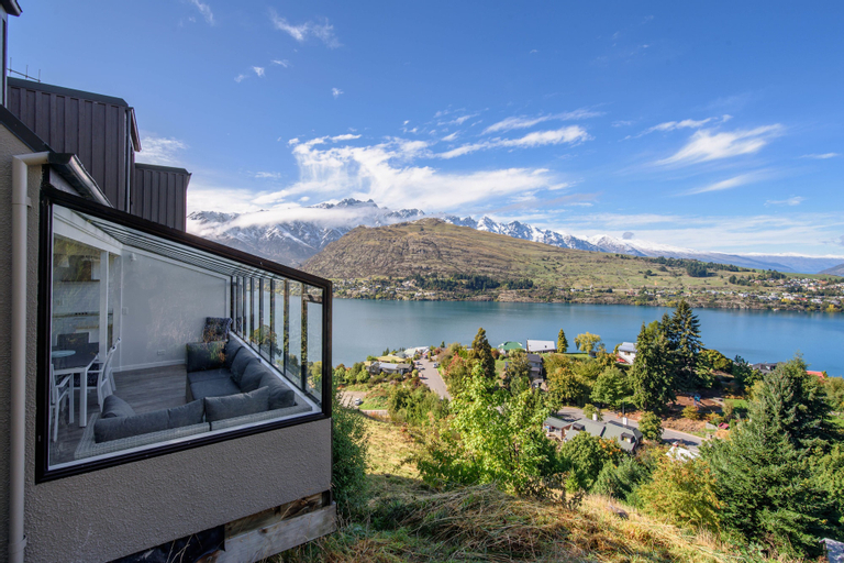 Picturesque Views on Woodlands, Queenstown-Lakes