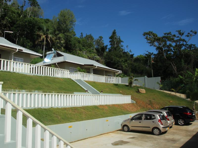 Surfers Beach Self Catering Chalets,