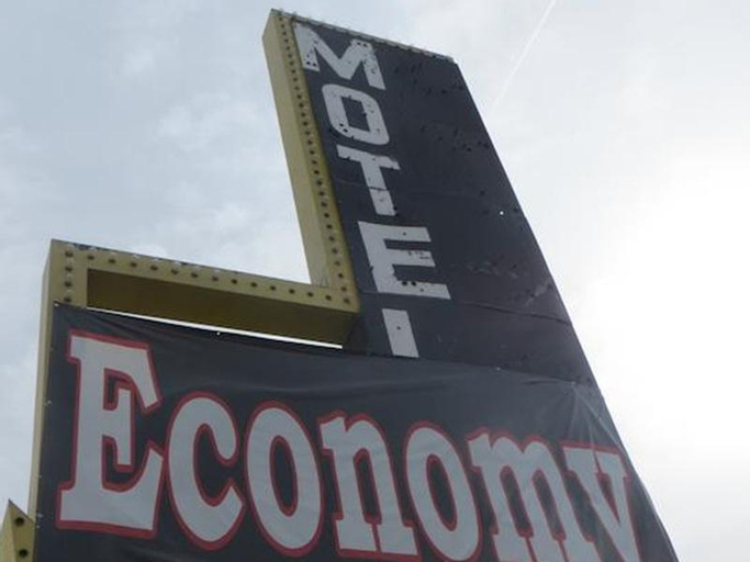 Economy Motel, Clark