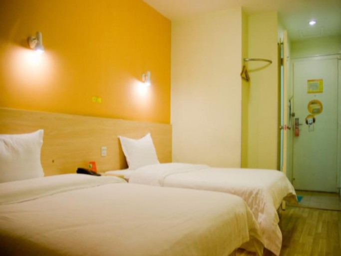 7 Days Inn Shenzhen Wenjin Port Huang Bei Ling Metro Station Branch, North