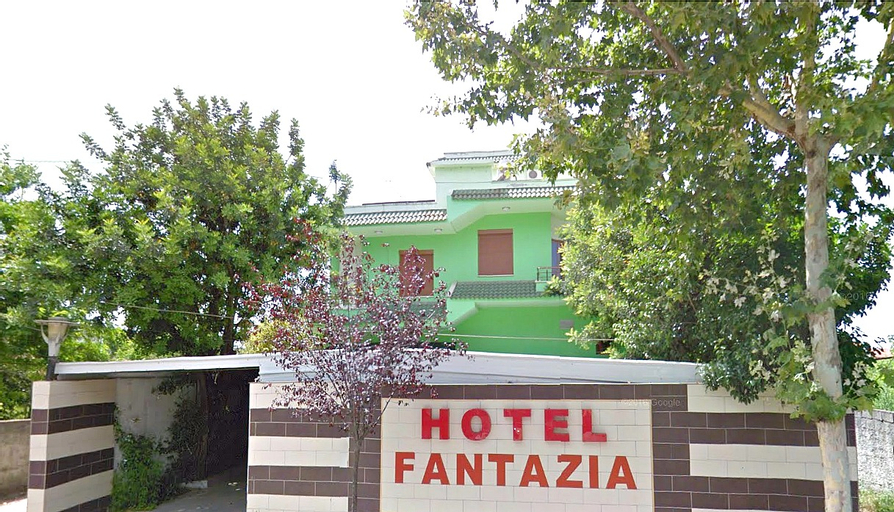 Hotel Fantazia Fier, Fierit