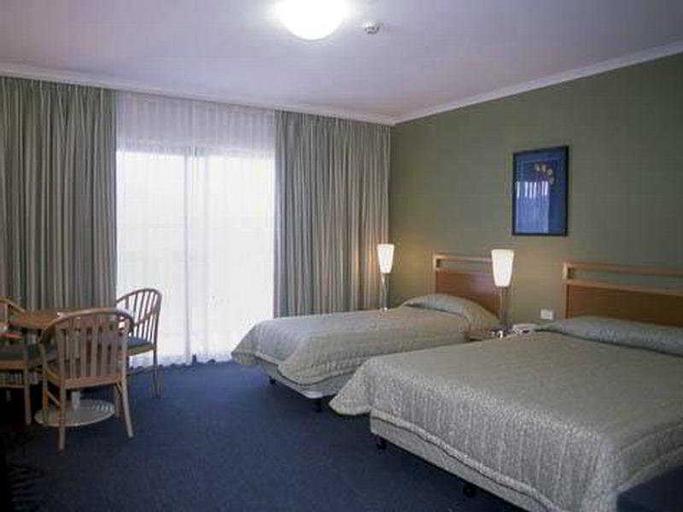 The Woden Hotel, Phillip