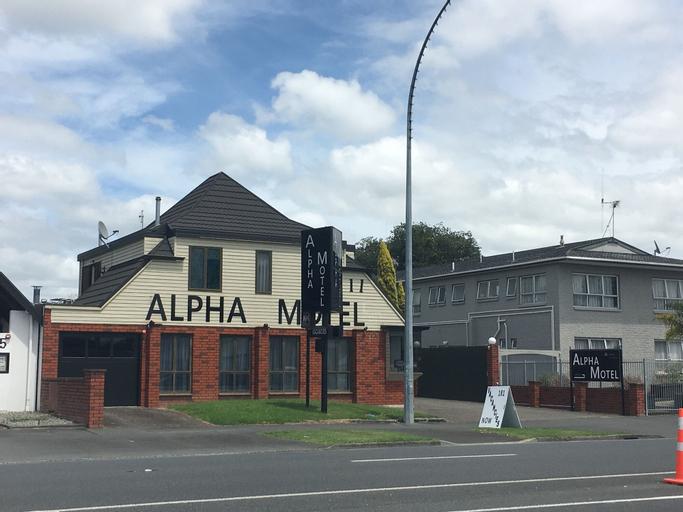 Alpha Motel, Hamilton