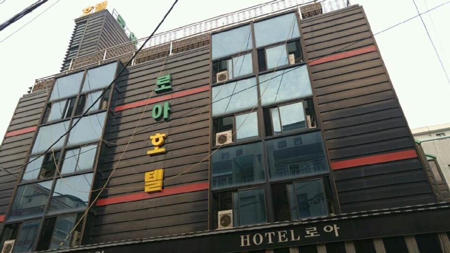 Loa Hotel, Nam