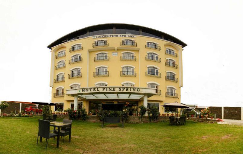 Hotel Pine Spring Srinagar, Badgam