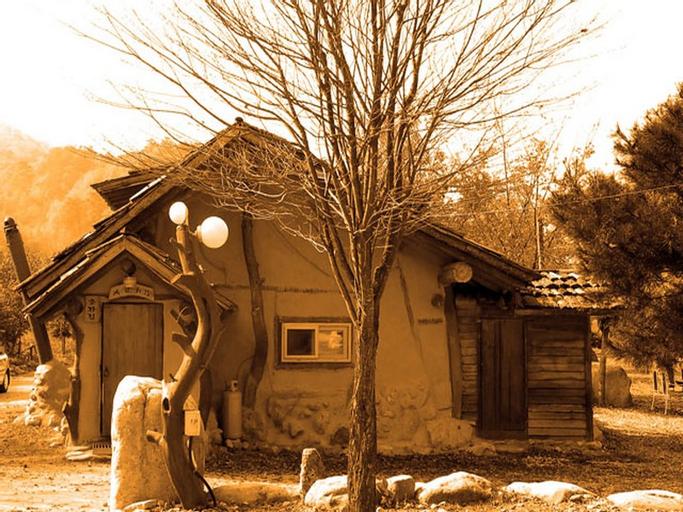 Buksorak Red Clay House, Inje