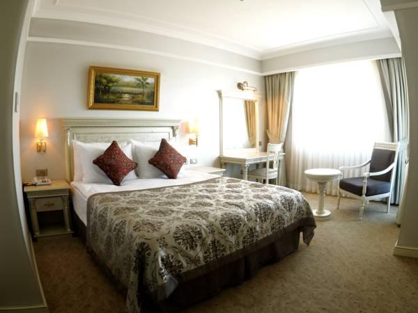 Liluz Hotel, Merkez