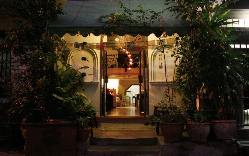 Born Free Hostel, Phra Nakhon