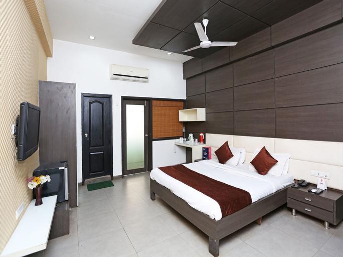 OYO 11939 Hotel Queens Club of India, Raipur