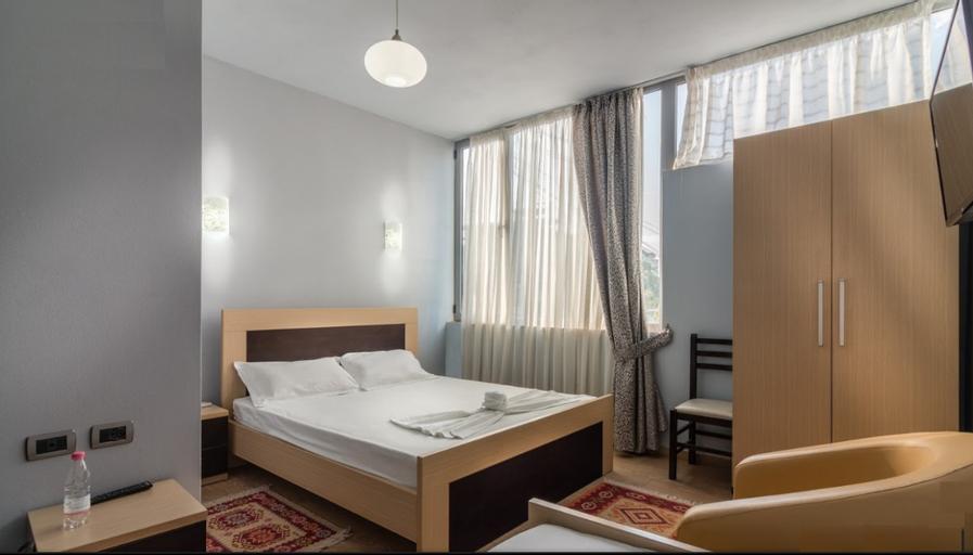 Dashamir Hotel, Fierit