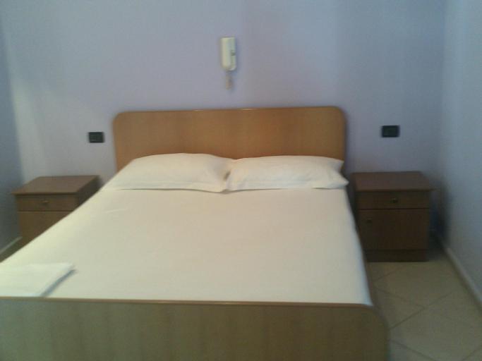 Auto Grill Krasniqi Hotel, Fierit