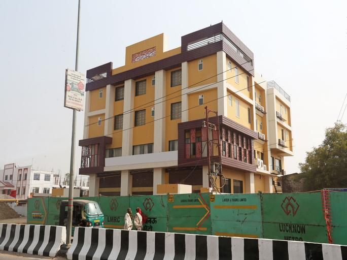 OYO 12178 Ayushmaan Grand, Lucknow