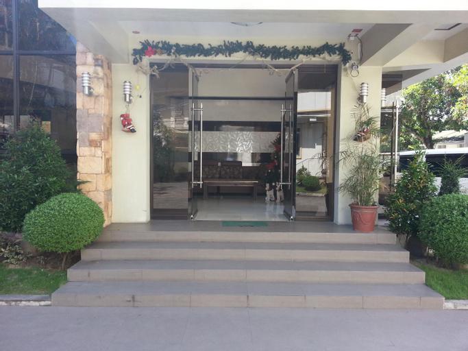 Traders Mega A Inn, Santa Cruz