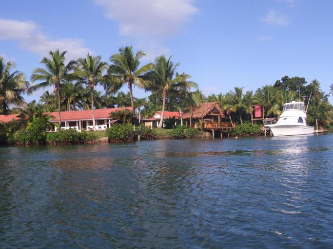 Club Oceanus Resort, Serua