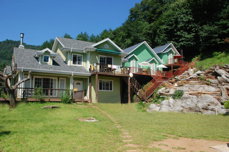 Starlight Hill Pension, Gapyeong