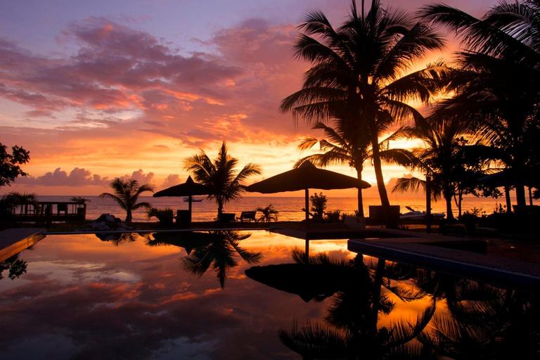 Apo Reef Club Resort, Calintaan