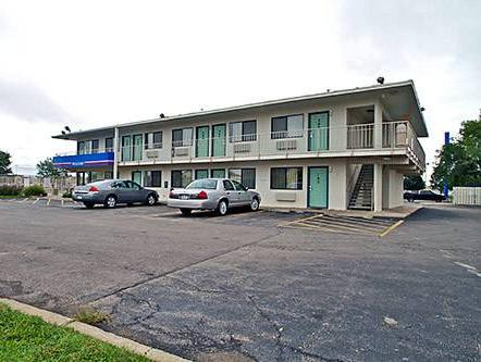 Motel 6 Manhattan Kansas, Riley