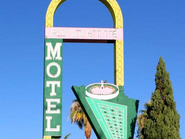 Roulette Motel, Clark