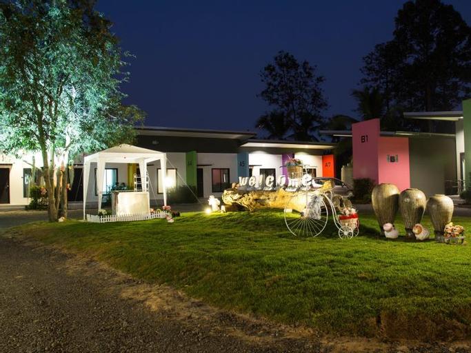 The Modern Home Resort, Phrasat