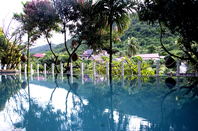 Tropical Hill, Kaeb
