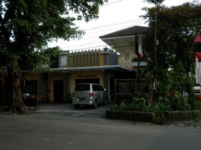 Hotel Atina, Solo