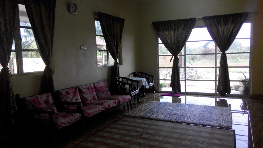 Anggerik Villa Guest House, Yan